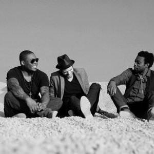 Bedouin Soundclash - Shadow Of A Man (Live From Ventura, CA - 07.03.05) Lyrics