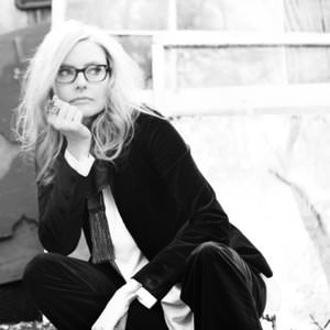 Aimee Mann - Driving With One Hand On The Wheel Lyrics