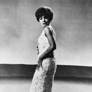 Shirley Bassey - Moonraker (2000 Digital Remaster) Lyrics