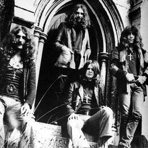 Black Sabbath - Can't Get Close Enough Lyrics
