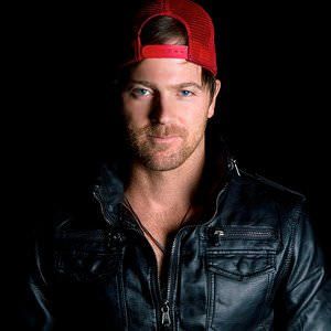 Kip Moore - Dirt Road Lyrics