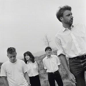 New Order - Everything's Gone Green (Re-Mastered) Lyrics