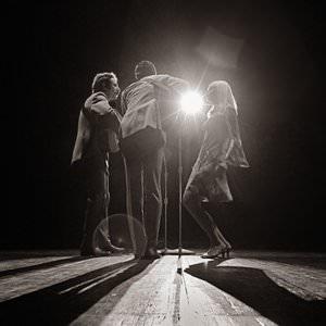 Peter, Paul & Mary - I Wonder As I Wander Lyrics