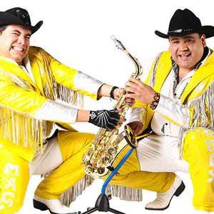 Banda Maguey - La Estrella De Los Bailes (Live) Lyrics