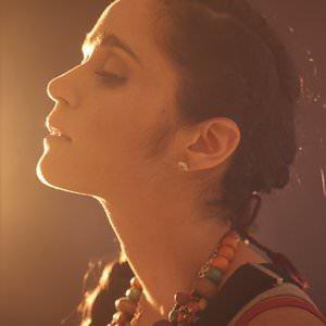 Julieta Venegas - Andamos Huyendo Lyrics