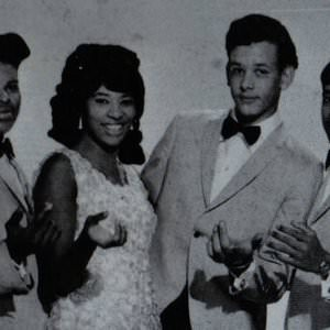 Brenda & The Tabulations - Stay Together Young Lovers Lyrics
